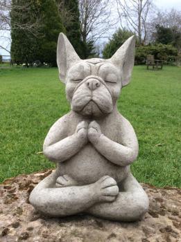 Gartenfigur Yoga Frenchie